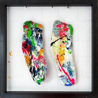 Bisse Vonne Socken Sculpture Acrylic painted socks in iron object frame 48x 48 cm